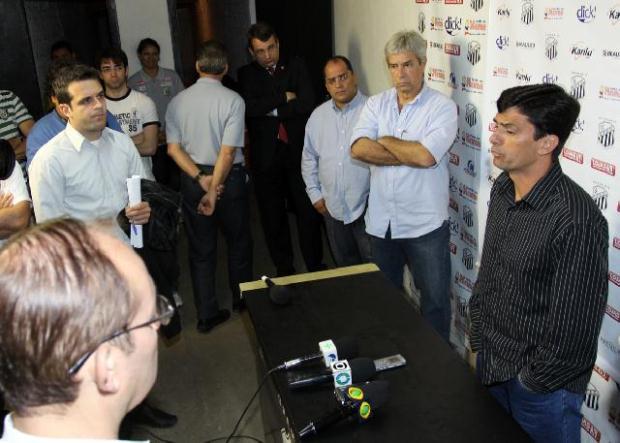 Treinador passou por coletiva de imprensa hoje pela manhã - Foto: Luciano Mendes