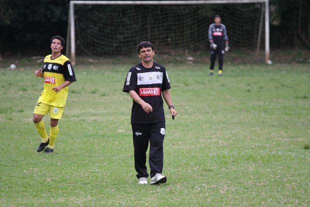 MUDANÇA Carlos Henrique Paiva assumiu o Operário e fez várias alterações no time titular