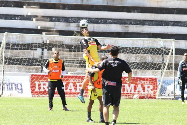 MAIS À FRENTE Marcelo será deslocado da zaga para o meio e é uma das apostas do técnico Carlos Henrique Paiva - Foto: Fabio Matavelli