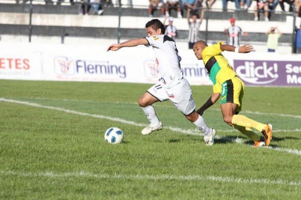 Marcelinho tem sido o destaque do time nas últimas partidas - Foto: Clebert Gustavo