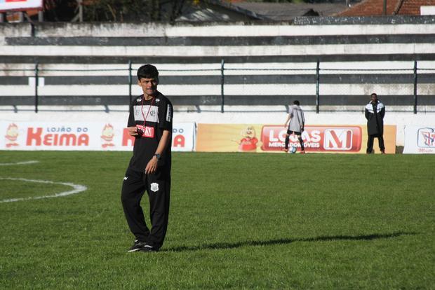 Carlos Henrique Paiva é o favorito da presidência do Operário para ser o técnico no Paranaense