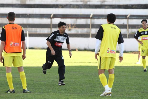 Sem muita experiência no futebol profissional, Carlos Henrique Paiva é aposta do Operário como técnico no Paranaense