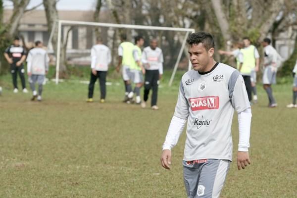 Diretor de futebol diz que as negociações para que Ceará (foto) continue no clube estão bem adiantadas