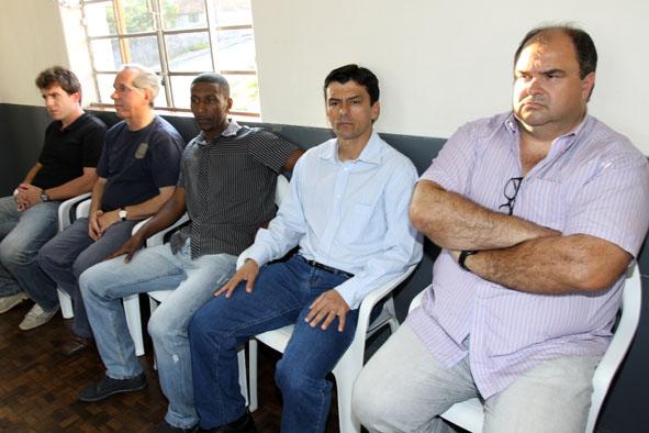 Barbosa (a dir.) se diz preocupado com a parte financeira - Foto: Luciano Mendes - Site Oficial