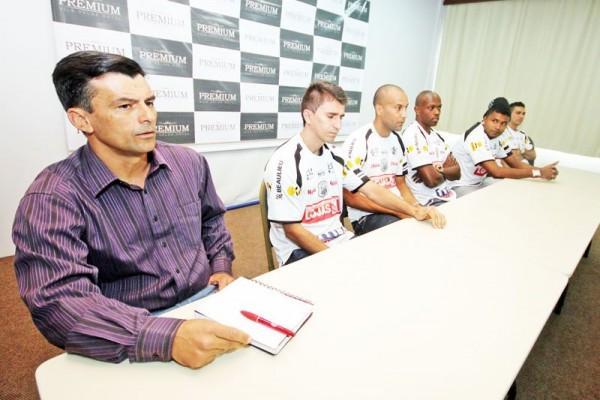 Fantasma apresentou alguns dos reforços do time para a próxima temporada. Time tem um plantel com 26 atletas para 2012 - Foto: Clebert Gustavo