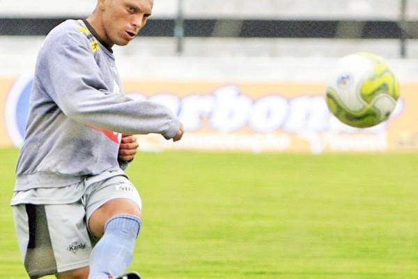 Atacante Mateus deixou o clube para acertar com uma equipe do futebol catarinense
