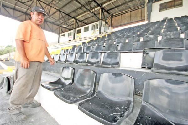 Operário lança campanha para a venda de cadeiras cativas, que estão sendo colocadas na região central da arquibancada - Foto: Clebert Gustavo