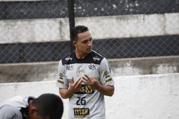 Wellington Santos se apresentou ontem e é mais um reforço para o Operário na disputa do Paranaense e Copa do Brasil - Foto: Rodrigo Covolan