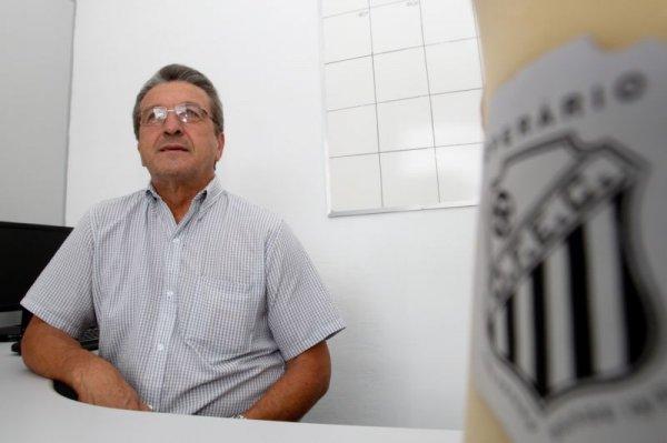 Carlos Roberto Iurk, presidente do Fantasma, não esconde as mazelas financeiras do tradicional time dos Campos Gerais - Foto: Josué Teixeira