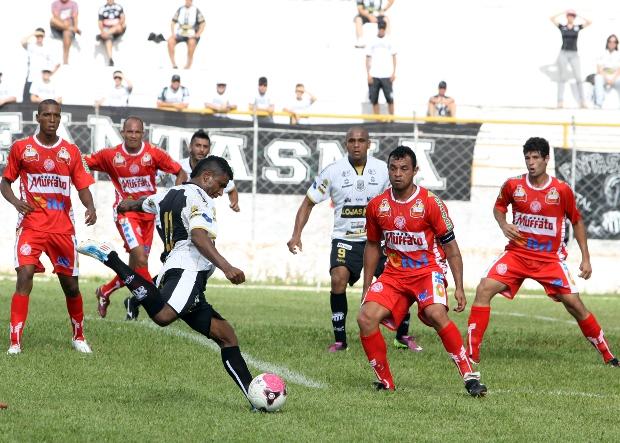 Baiano marcou dois belos gols contra o Paranavaí - Foto: Luciano Mendes