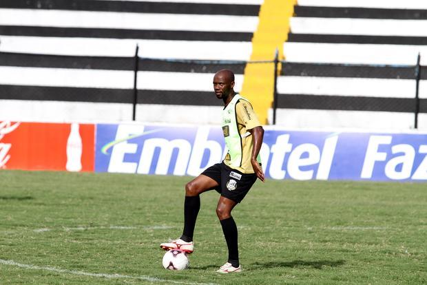 Zagueiro Neguete foi apresentado ontem pelo Operário e é um reforço em meio à saída de jogadores - Foto: Fábio Matavelli