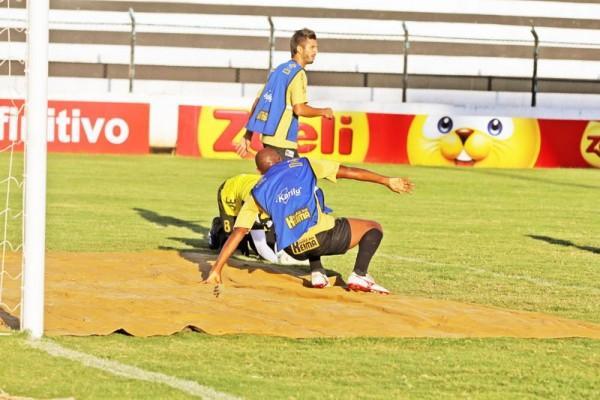 Operário tenta se reerguer após a goleada por 5 a 0 contra o Atlético. Equipe treinou ontem