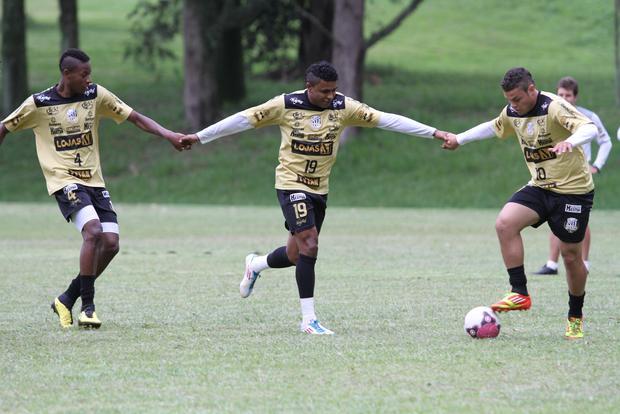 O trio Maicon, Baiano e Ceará vai comandar o ataque do alvinegro contra o Toledo neste domingo - Foto: Fábio Matavelli