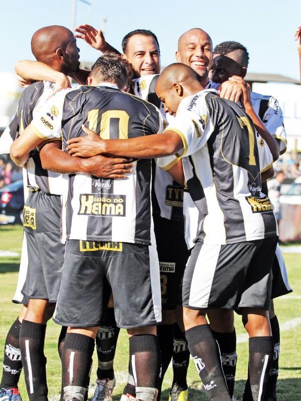 Operário mostra força de conjunto para vencer o Toledo por 2 a 0 - Foto: Clebert Gustavo