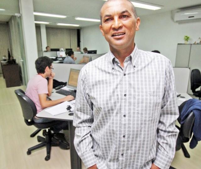 O técnico, Lio Evaristo, esteve na redação do JM para convocar a torcida - Foto: Clebert Gustavo