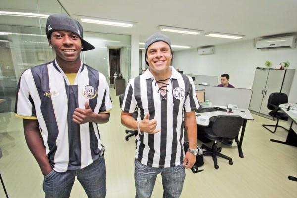 Maicon Veiga (esq.) e Ceará estiveram na redação do JM e falaram sobre as dificuldades, a volta a por cima e gols marcantes - Foto: Clebert Gustavo
