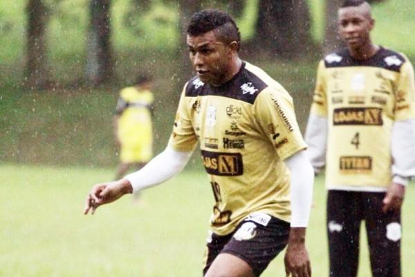 Com 11 gols, Baiano busca manter a artilharia da competição - Foto: Clebert Gustavo