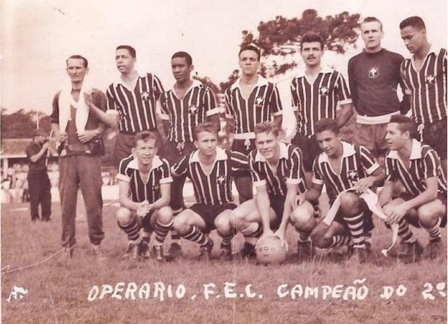 O histórico time que venceu o Iraty com Ribamar, Roberto, Daniel Chibisnki, Laércio, Arlindo, Hélio Silvestre; Jairo, Fiuza, Silvio Cosmoski, Leocádio e Otavinho.