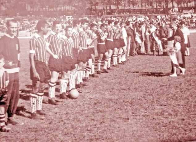 Os craques de 1961 recebem, no Germano Kruger, a faixa de campeões da zona sul