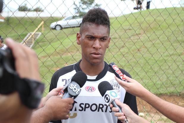 Liberado pelo BID, Alex Cazumba será opção no banco de reservas Foto: Fábio Matavelli