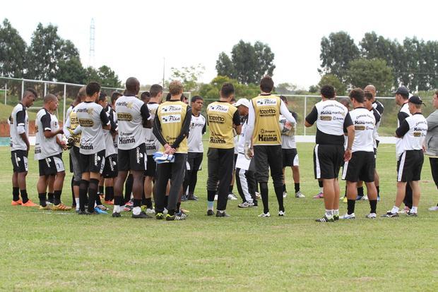 Para garantir confiança, Lio Evaristo destaca evolução do time em conversa com os jogadores Foto: Fábio Matavelli