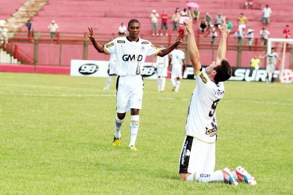 Thiago Augusto aproveitou a chance que teve e balançou as redes pela primeira vez Foto: Thiago Terada