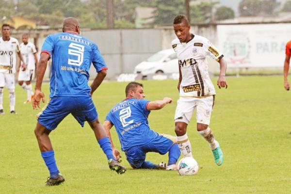 Maiquinho, que entrou no segundo tempo, fintou dois adversários antes de marcar o primeiro gol do Fantasma contra o Rio Branco Foto: Thiago Terada