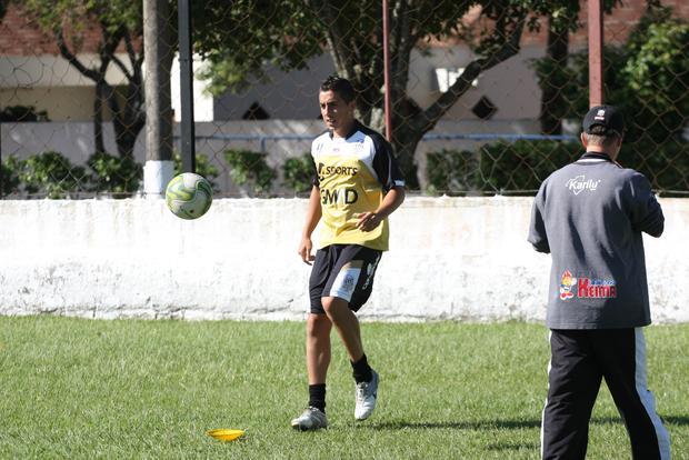 Além de Grilo, Waldir e André Luiz, o meia Braian Lugo (foto) ainda é desfalque no time de Vila Oficinas Foto: Rodrigo Covolan