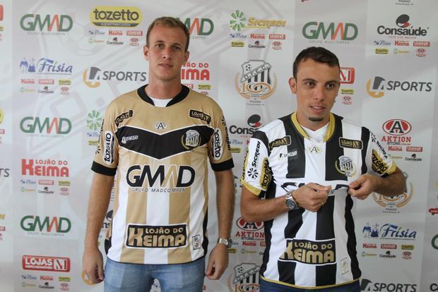 Novos jogadores vestiram pela primeira vez a camisa do alvinegro na tarde de ontem, em Vila Oficinas Foto: Fábio Matavelli