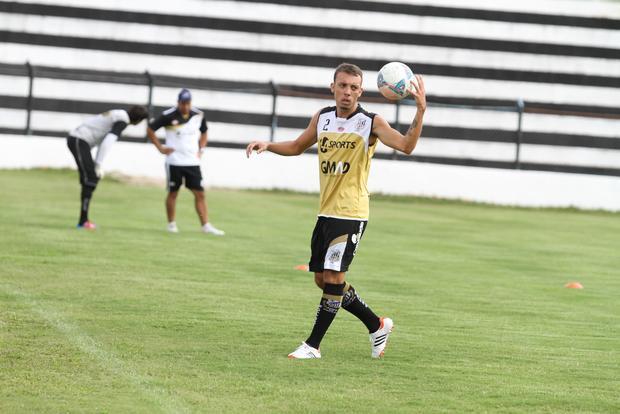 Apresentado na terça-feira, Paulo Sérgio já foi a campo com os titulares  Foto: Fábio Matavelli