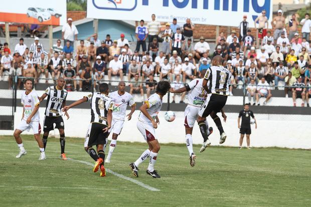 No 1° tempo do jogo, o Fantasma até teve boas chances, mas não conseguiu manter a vantagem Foto: Fábio Matavelli