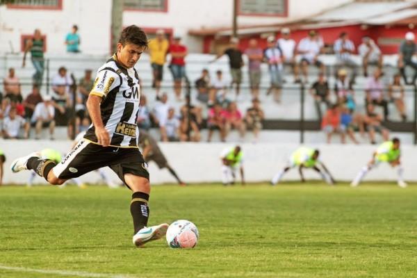 Rone Dias marcou o gol alvinegro no empate diante do Toledo, no Germano Krüger Foto: Thiago Terada