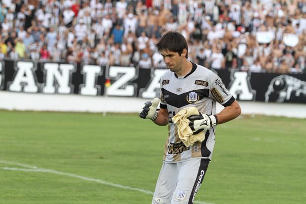 Recuperado, Silvio será o camisa 1 do Fantasma para o duelo de hoje no Janguito Malucelli Foto: Arquivo
