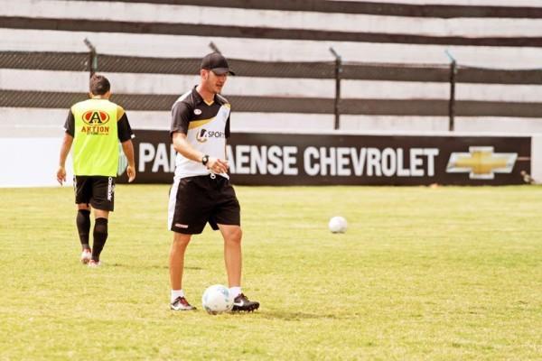 Ex-treinador do Cianorte, Paulo Turra terá sua primeira partida à frente do Fantasma Foto: Thiago Terada