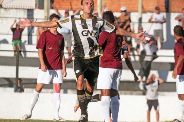 Com dores, Paulo Sérgio não treinou ontem