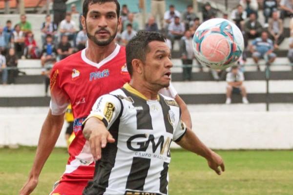 Sandro deu assistência para o gol alvinegro
