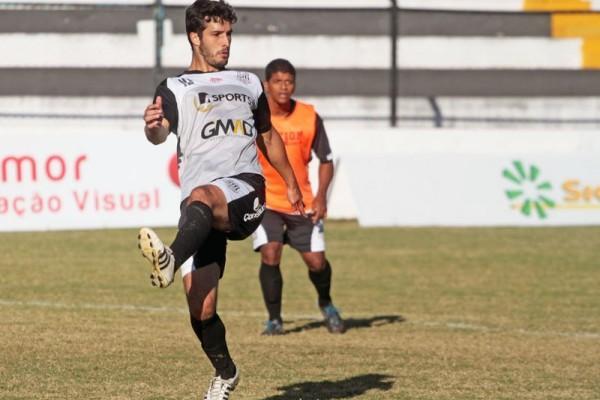 Zagueiro Basso deve atuar pela primeira vez entre os titulares do Fantasma Foto: Thiago Terada