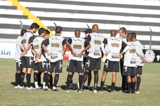 Alvinegro segue motivado para conquistar os seis pontos nas duas partidas que restam para o time de PG Foto: Fabio Matavelli