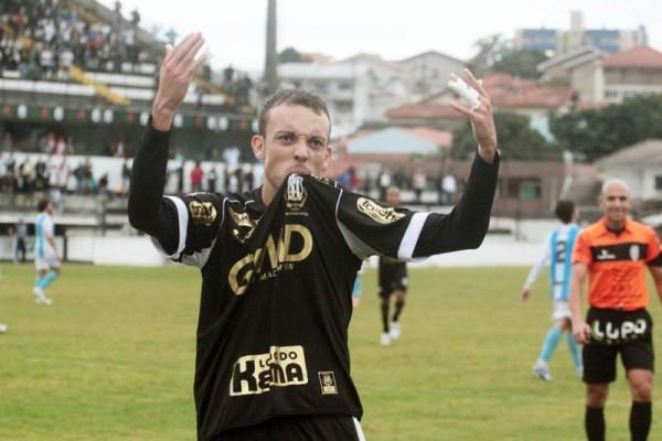 Com mais um gol diante do Londrina, Paulo Sérgio chega a sete no Paranaense Foto: Thiago Terada