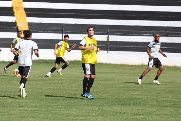 Richardson treinou com o time ontem, o atleta já trabalhou com Gilberto no Confiança (SE)