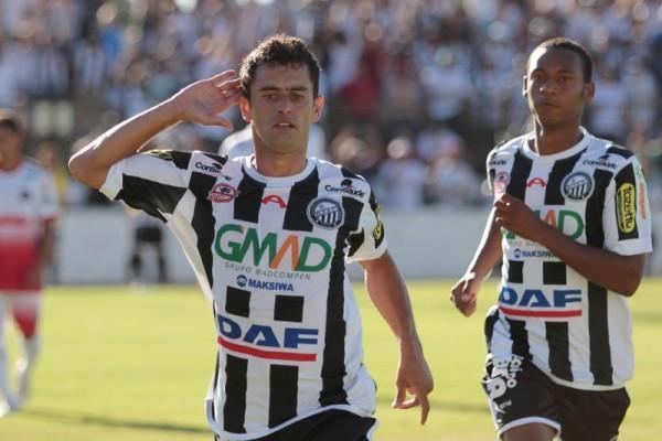 Andrézinho foi o responsável pelo gol de empate do Operário no domingo Foto: Thiago Terada