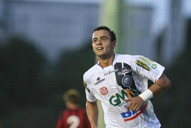 Lucas Batatinha marcou o gol de empate do fantasma ainda no primeiro tempo Foto: Geraldo Bubniak