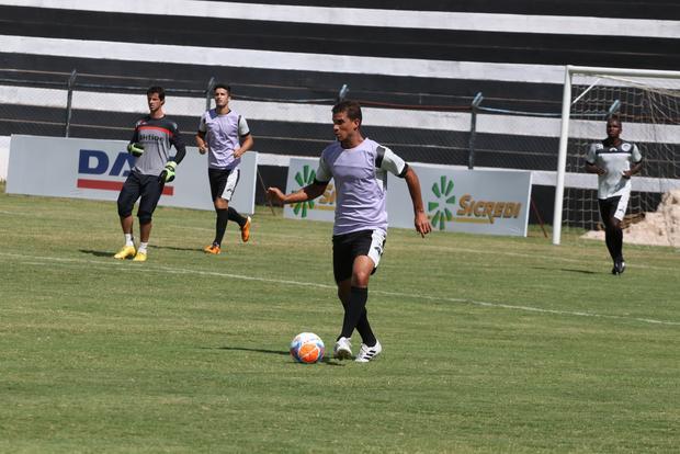 Gilberto não aponta mudanças na equipe que enfrenta o Atlético Foto: Rodrigo Covolan