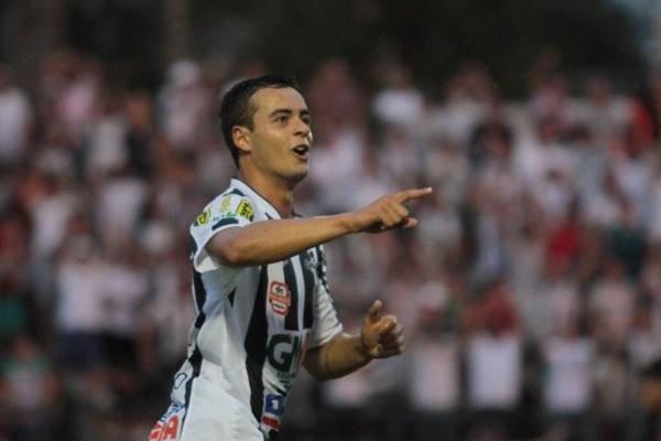Autor do gol de empate em Curitiba, Lucas Batatinha é o artilheiro do Fantasma no estadual Foto: Thiago Terada
