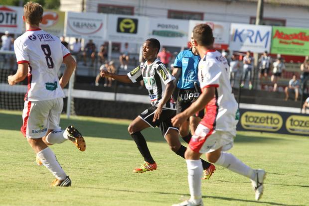 Correia se machucou na última partida contra o Atlético e deve ficar fora por três semanas