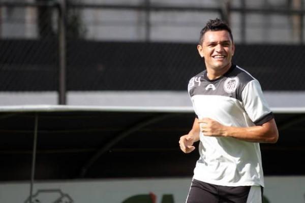 Sandro realizou ontem o seu primeiro treino no retorno ao Operário Foto: Thiago Terada