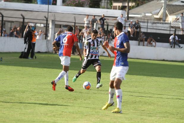 Sandro marcou o único gol do Fantasma na derrota por 3 a 1 diante do Paraná Clube Foto: Fábio Matavelli
