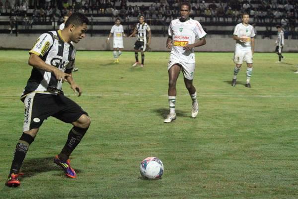 Meia Sandro participou da derrota por 3 a 2, frente ao Arapongas, no ano passado