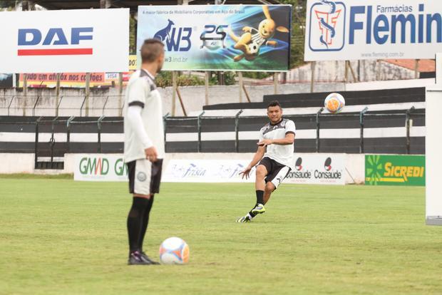 Sandro deve entrar no lugar de Ícaro que está lesionado e não joga hoje Foto: Rodrigo Covolan