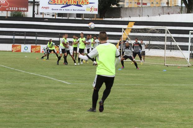 O técnico Gilberto Pereira considera a situação do Fantasma e espera voltar com a vitória Foto: Fábio Matavelli